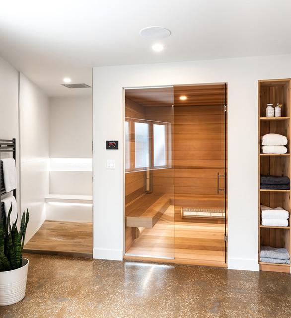 Photo of a modern bathroom in Toronto.