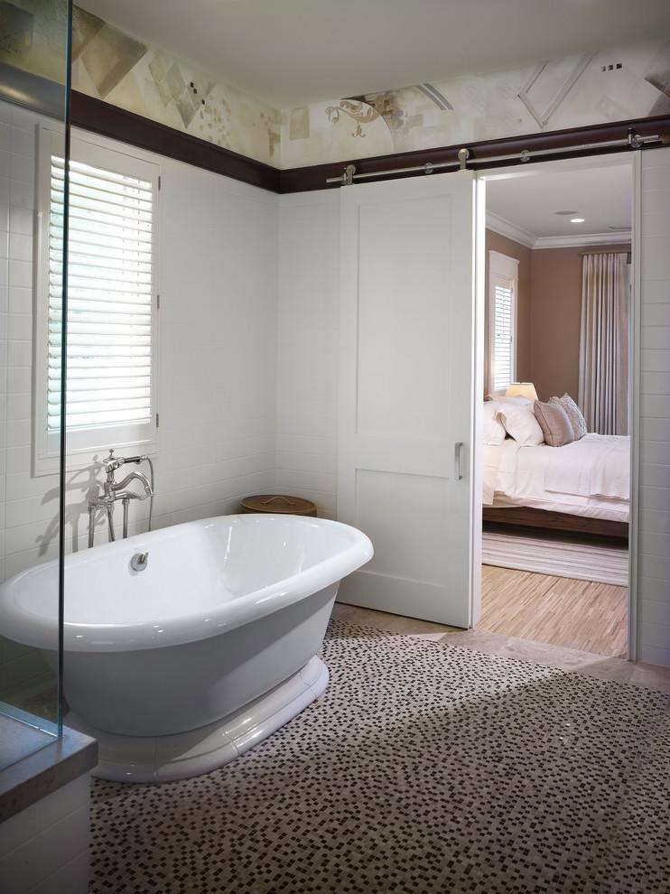 Trendy freestanding bathtub photo in Tampa