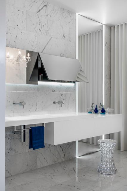Glamour Parents Retreat - Sydney modern-bathroom