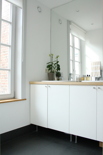 Inspiration for a contemporary bathroom remodel in Amsterdam