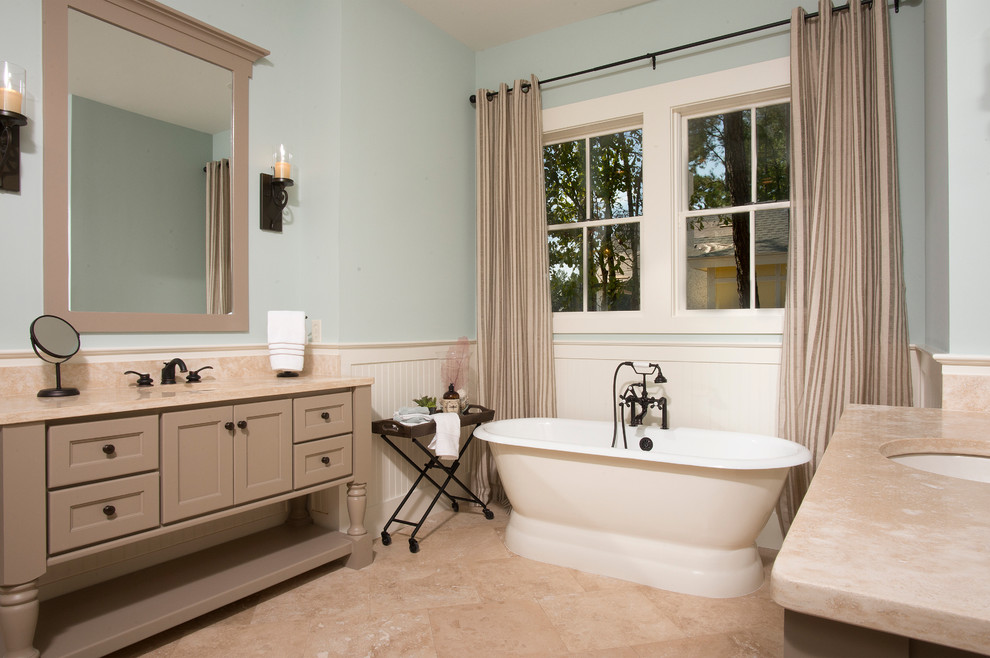Example of a classic bathroom design in Charleston