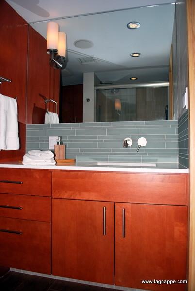 Tiffany Cassidy contemporary-bathroom