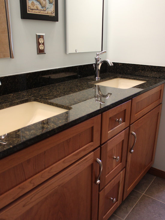Uba tuba granite counter bathroom design ideas pictures for Beaverton kitchen cabinets reviews
