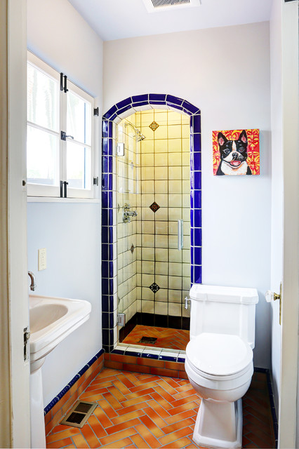Alcove shower - mediterranean 3/4 alcove shower idea in Los Angeles with a pedestal sink, a two-piece toilet and white walls