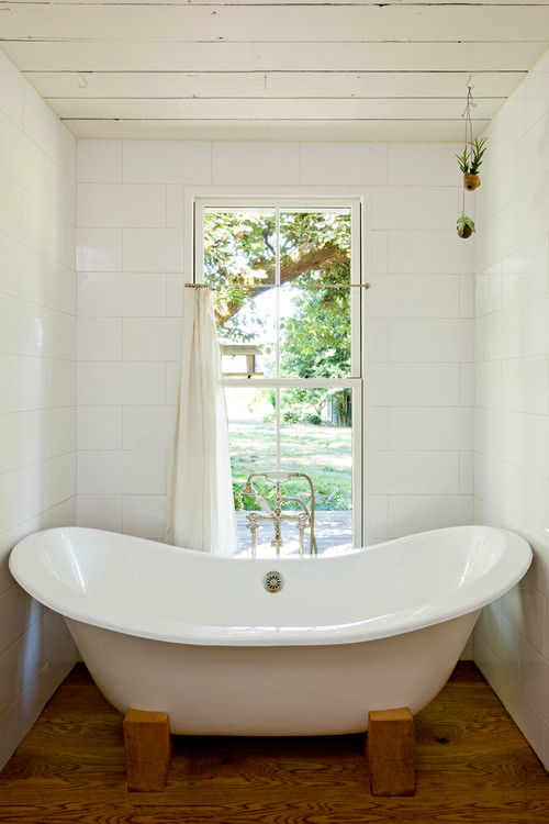 A tiny farmhouse in Portland OR designed by Jessica Helgerson via Houzz - Bathtub