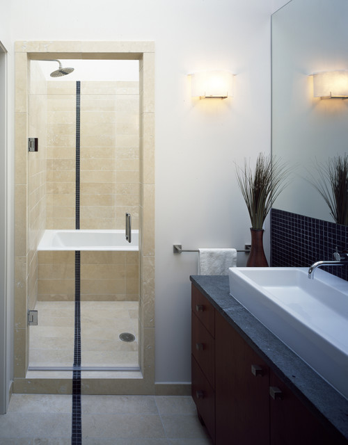 Tope modern bathroom