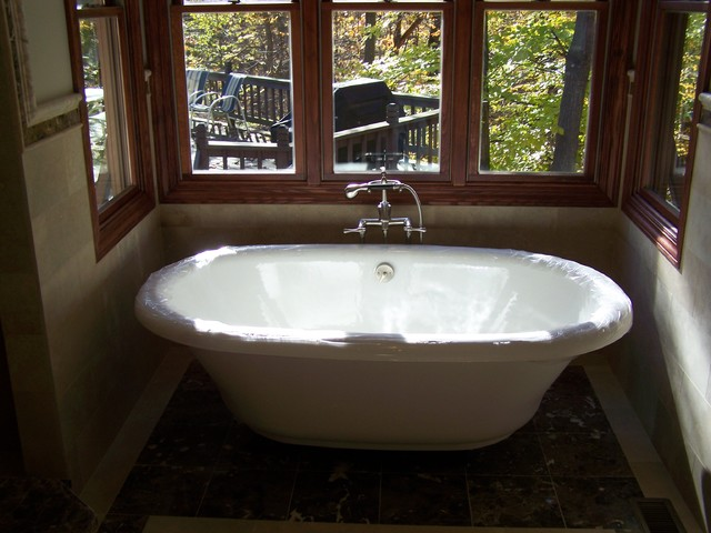 Free standing tub traditional bathroom cleveland for Houzz bathrooms traditional