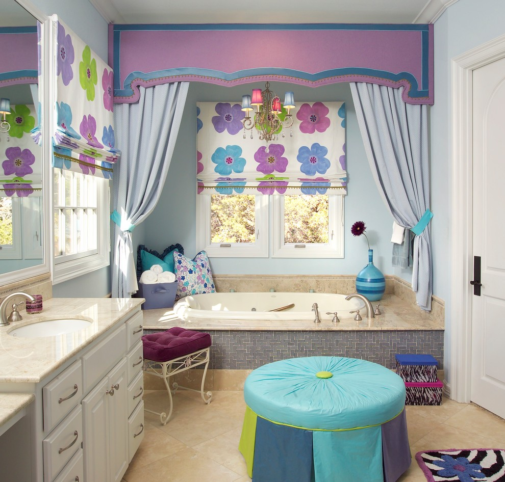 Inspiration for a timeless kids' bathroom remodel in Austin with granite countertops