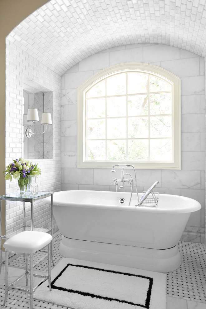 Elegant freestanding bathtub photo in Atlanta