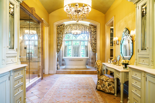 glamourous style bathroom with yellow walls