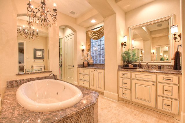 Elegant, classic and expansive design traditional bathroom