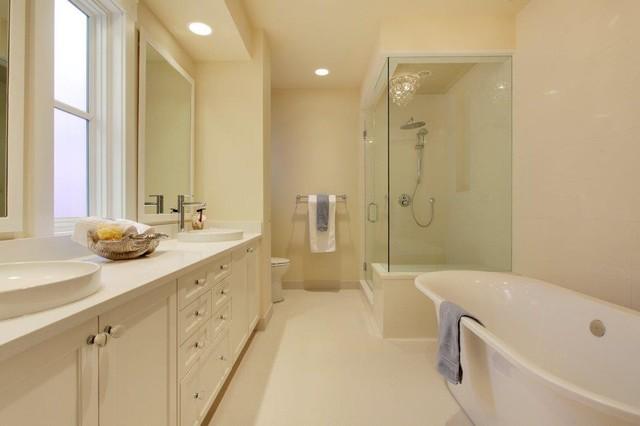 Traditional family home traditional bathroom calgary for Bathroom decor calgary