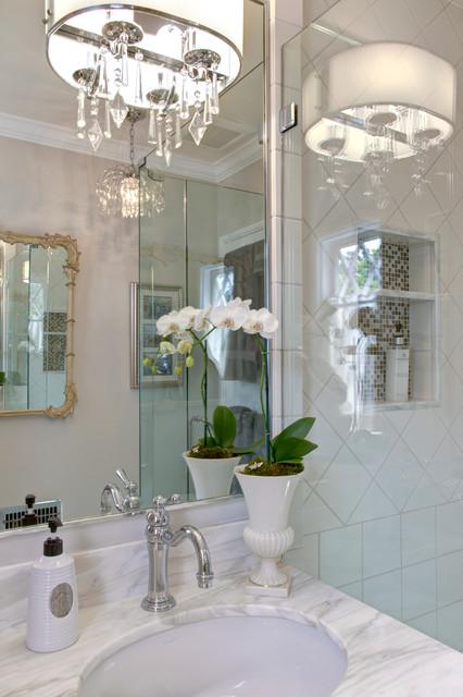 Traditional Guest Bathroom