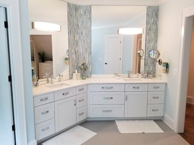 Bathroom - traditional bathroom idea in Cleveland