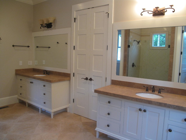 Traditional Southern Style Farmhouse Bathroom