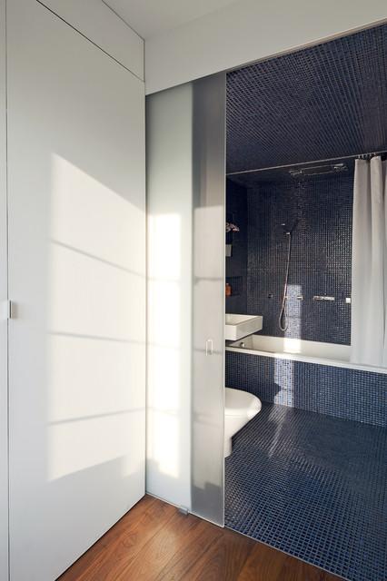 Transformer Loft modern-bathroom