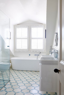 How to Make a Small Bathroom Feel Bigger and Brighter- Houzz Article