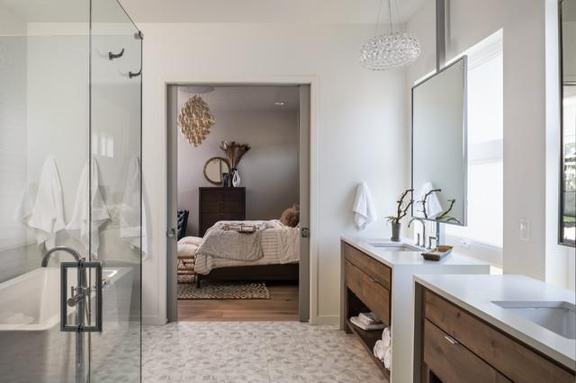 Home boise idaho classique chic salle de bain boise par gabe border p - Salle de bain classique chic ...