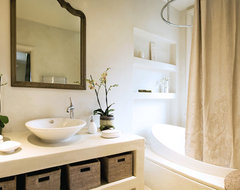 Architecta Interiors transitional bathroom