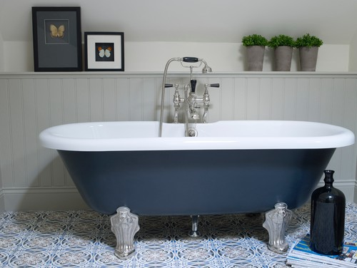 What colour is paint on the bath and wood panelling for Wood panelling bathroom ideas