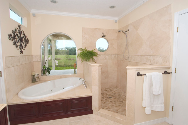 Travertine bathroom tiles traditional bathroom for 7x8 bathroom ideas