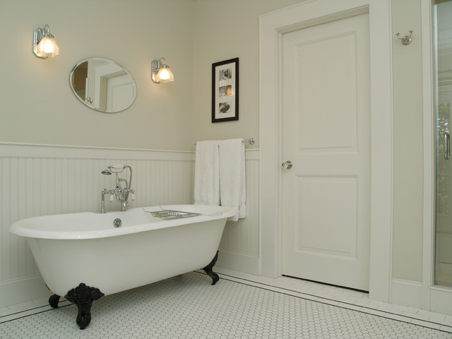Travis Heights Shotgun traditional-bathroom