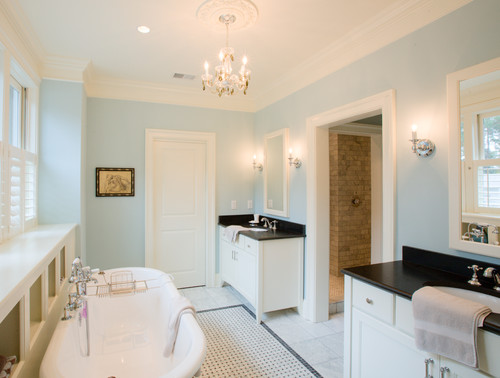 10 gorgeous black and white bathrooms huffpost - Change your old bathroom to traditional bathrooms ...