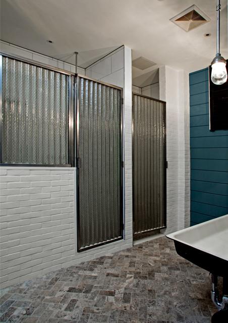 tribeca loft industriel salle de bain new york par threshold interiors. Black Bedroom Furniture Sets. Home Design Ideas