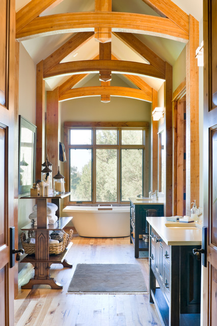 True Residence rustic-bathroom
