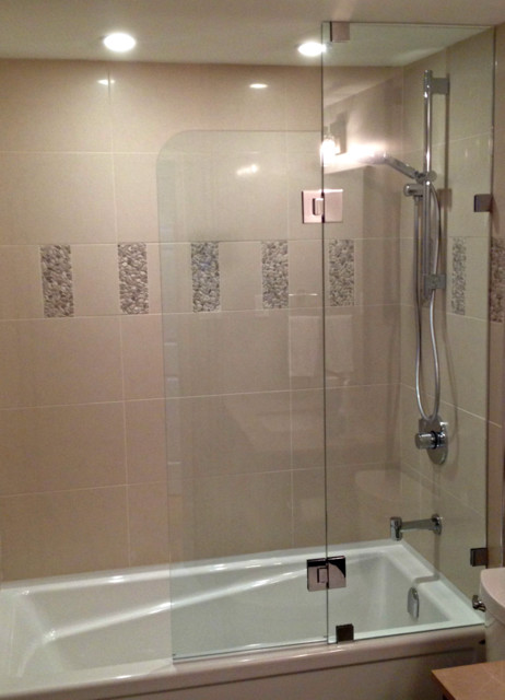 Charmant Example Of A Small Trendy 3/4 Beige Tile And Porcelain Tile Bathroom Design  In