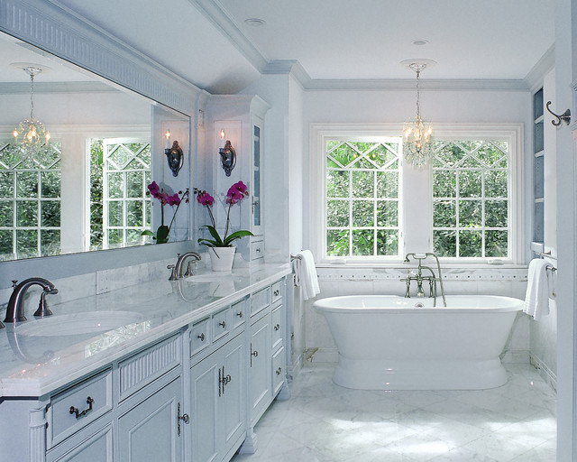 Tudor Revival traditional-bathroom