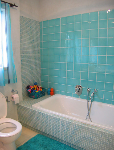 Attirant Turquoise Bathroom Mediterranean Bathroom