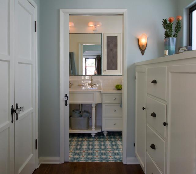 Turquoise bathroom spanish bathroom contemporary bathroom for A bathroom in spanish