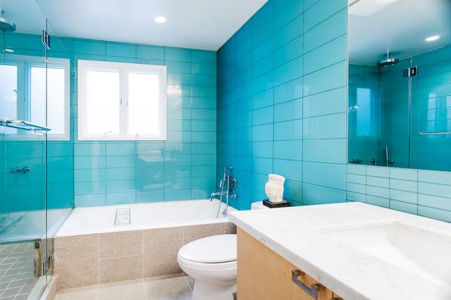 Twin Peaks Open House modern-bathroom