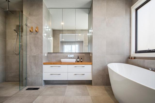 Ultra Modern Bathroom With Freestanding