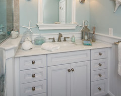 Upper Brookville traditional bathroom