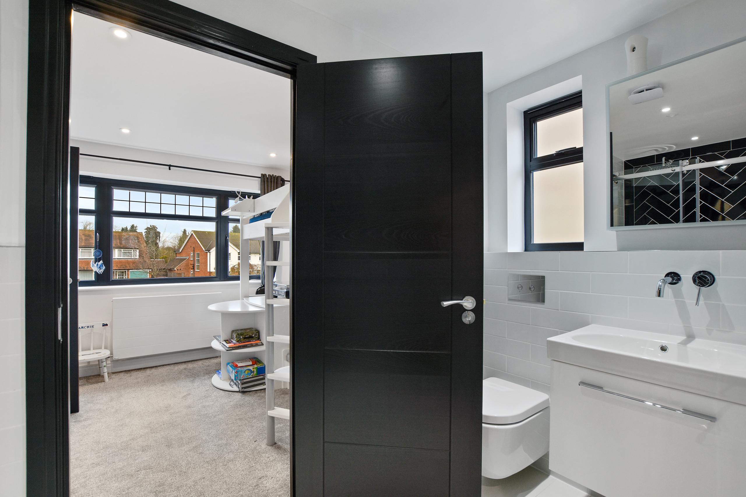 Upper Hill Rise - En-suite shower room
