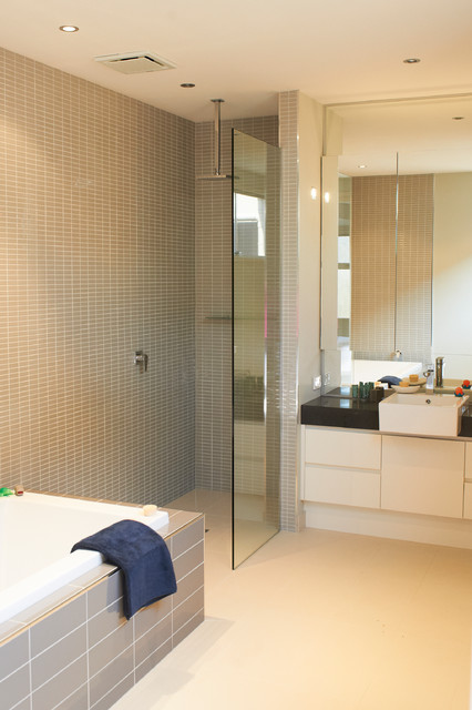 Barwon Heads Beach Home beach-style-bathroom