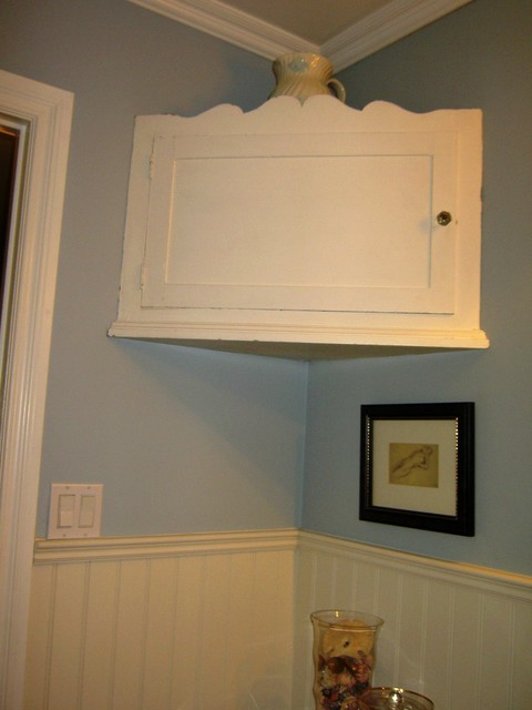 UPSTAGING YOUR HOMES traditional-bathroom