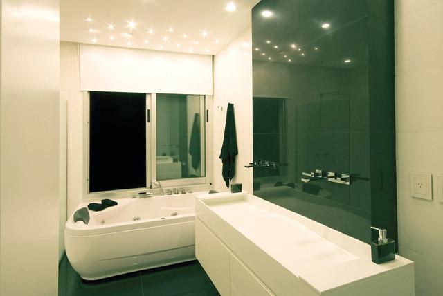 Vanguarda Architects modern-bathroom
