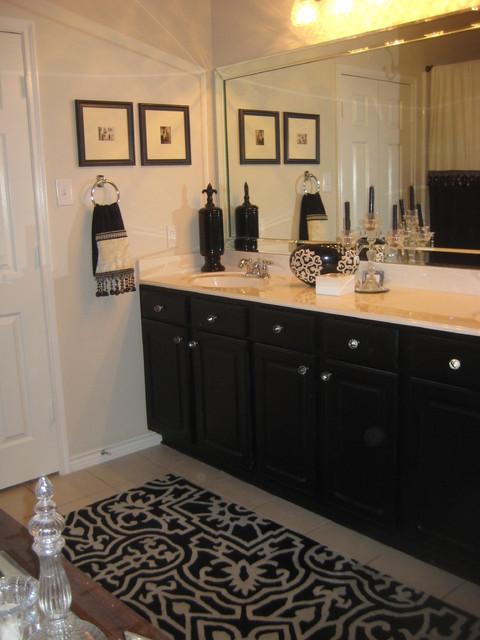vanity traditional-bathroom