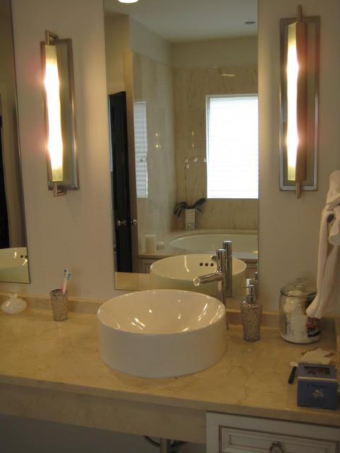 Vanity crema marfil for Crema marfil bathroom designs