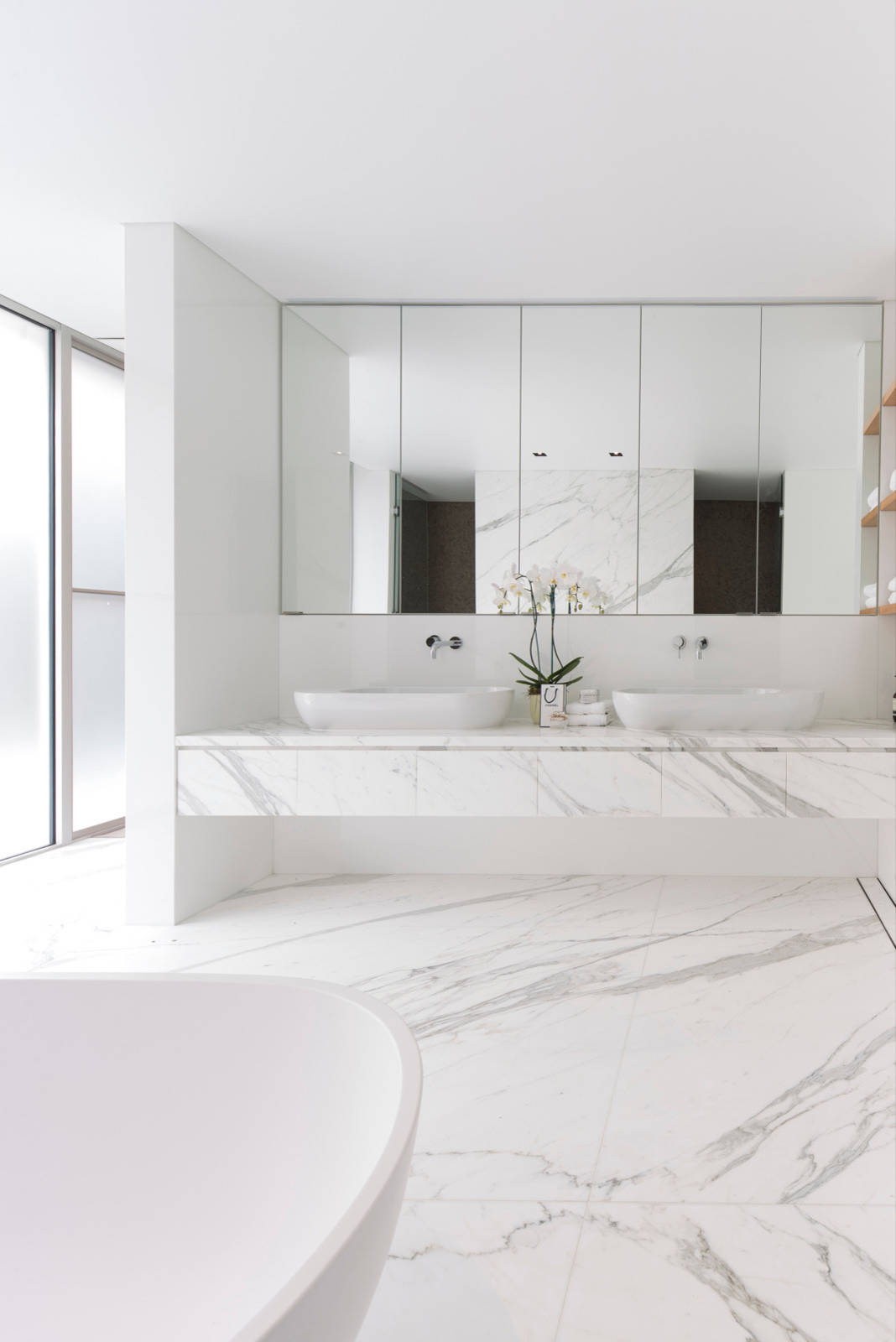 75 Beautiful Modern Marble Tile Bathroom Pictures Ideas December 2020 Houzz