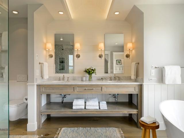 Vermont Farmhouse - Farmhouse - Bathroom - Burlington - by ...