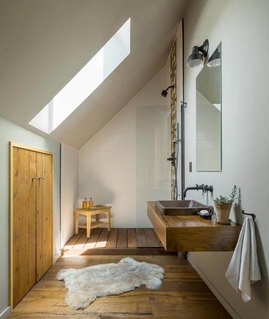 Vermont Modern Barn - Rustikal - Badezimmer - Burlington ...