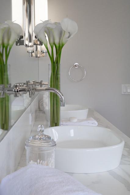 Vicente Burin Architects farmhouse-bathroom