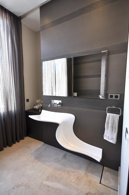 Villa Aquarius contemporary-bathroom