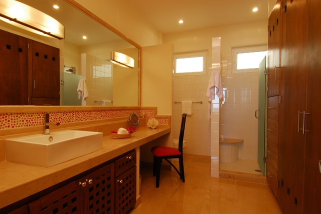 Villa Balboa contemporary bathroom