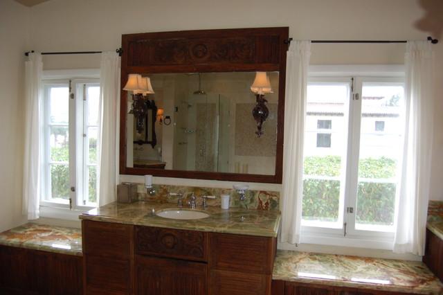 Villa Crono traditional-bathroom