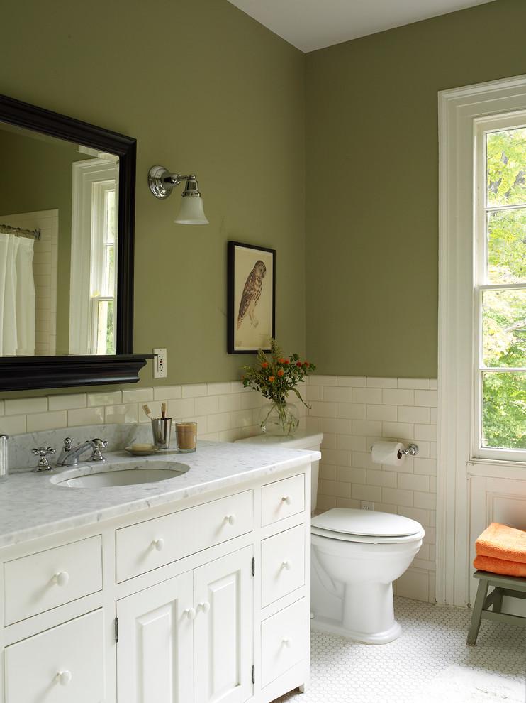 Bathroom - cottage bathroom idea in New York